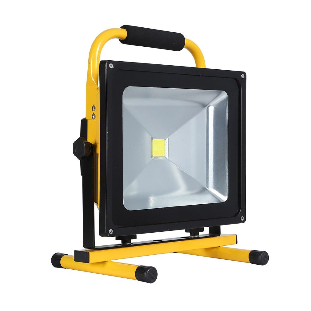 Proyector led 50w con bater a recargable blanco c lido for Precios iluminacion exterior